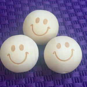Houten kralen smiley gelukspoppetje