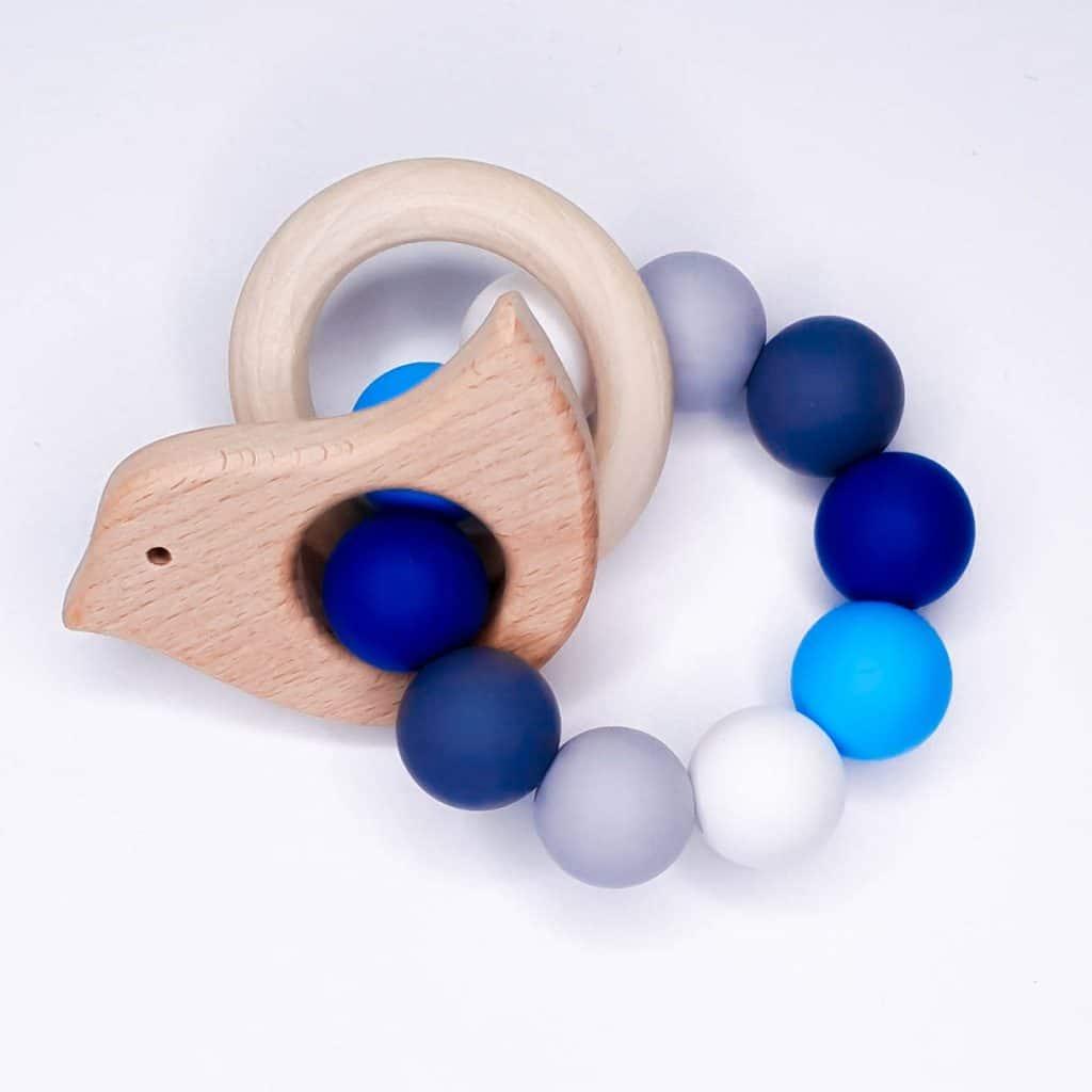 Bijtring maken voltooid siliconen met houten hangers
