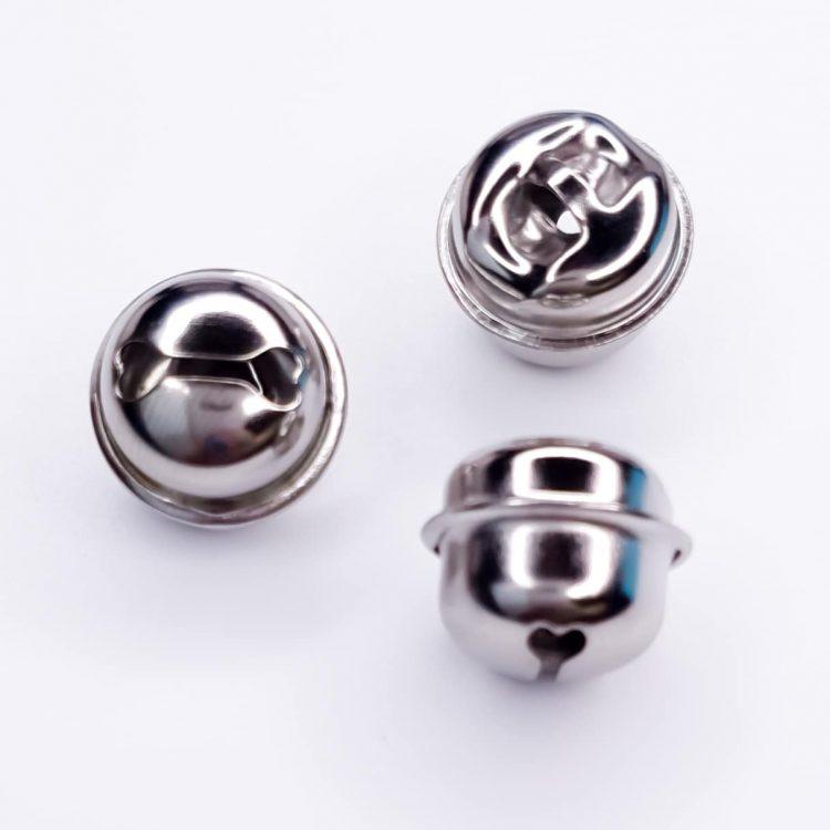 Zilveren bellen 18 mm voor haken en bijtring
